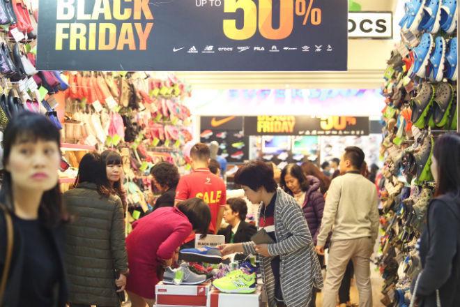 A shop in Hanoi's upscale shopping mall on Vietnamese Black Friday, November 25, 2016.